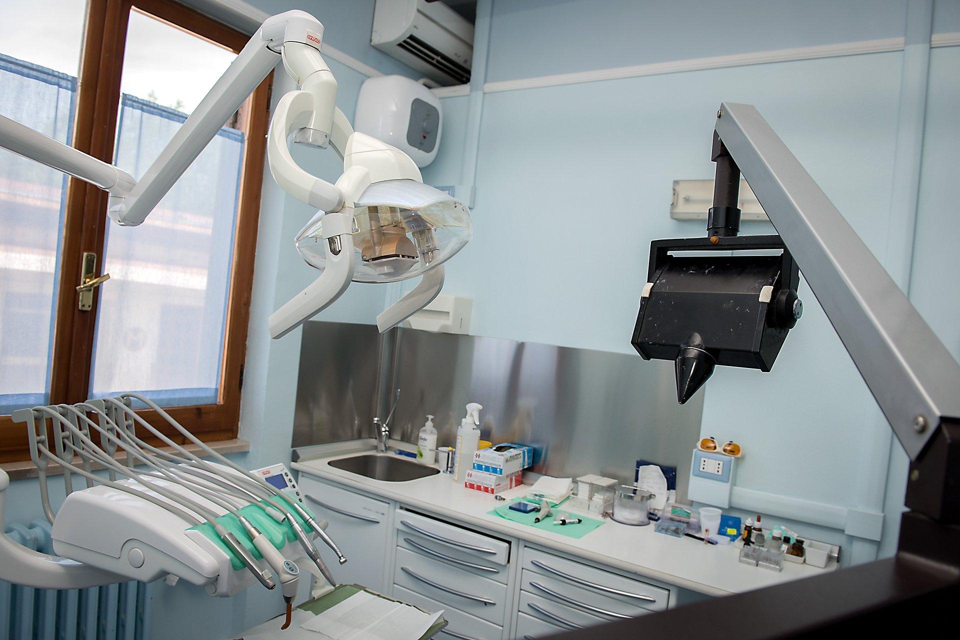 Vista della strumentazione di un dentista
