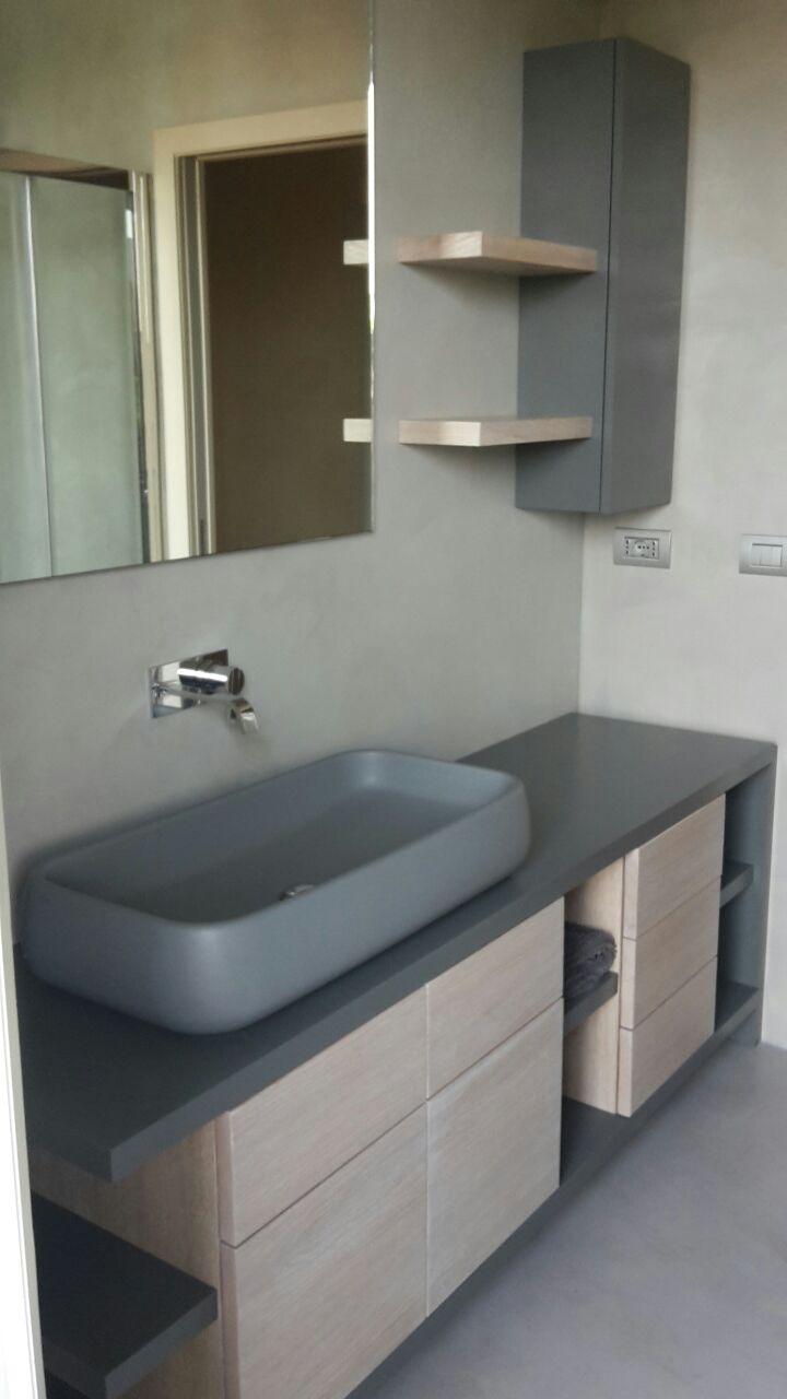 lavandino e mobile bagno