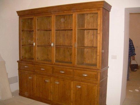 Realizzazione di credenza in legno