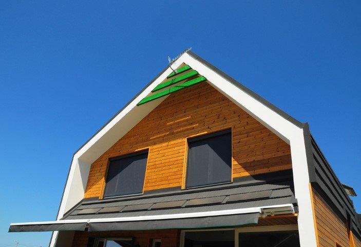 esterno abitazione con tende parasole da esterni