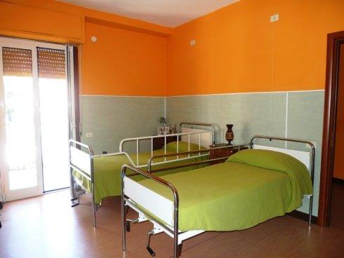 stanza a due posti della casa anziani
