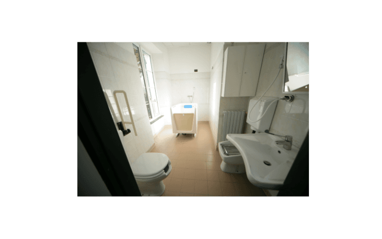 bagno centro anziani