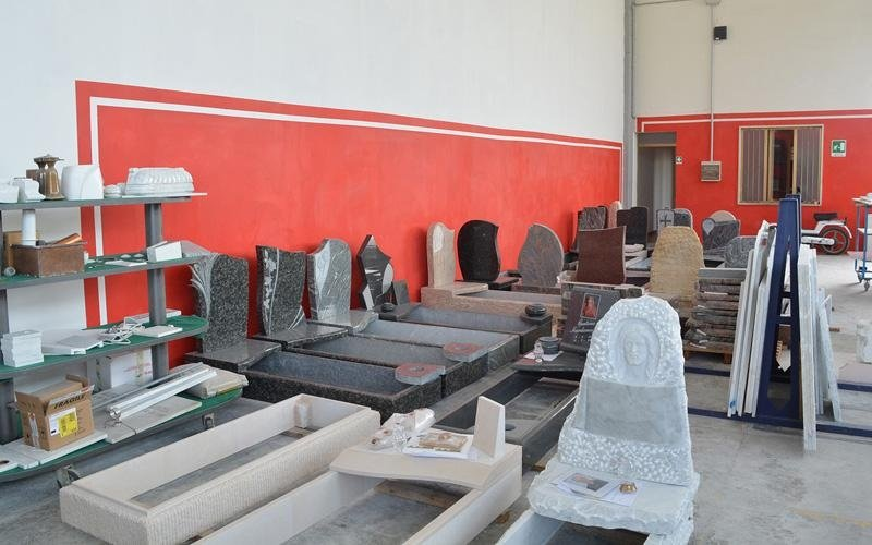 tombe in pietra
