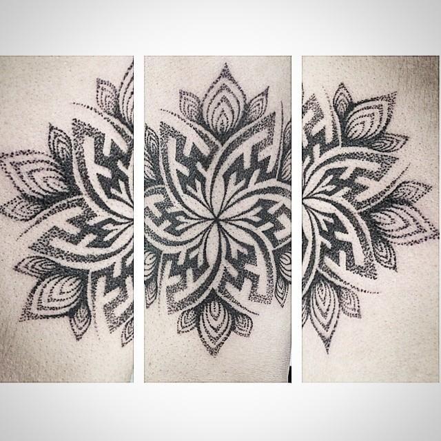 tatuaggio fiore nera