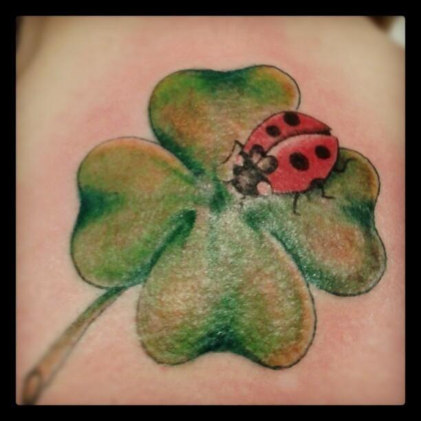 tatuaggio foglia