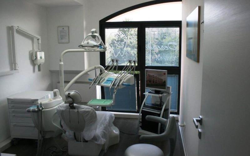 cassetti e sedia dentista