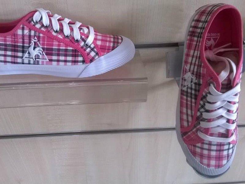 scarpe da tennis di vari modelli