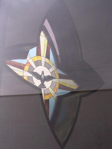 Finestra cappella gentilizia con vetrata Tiffany