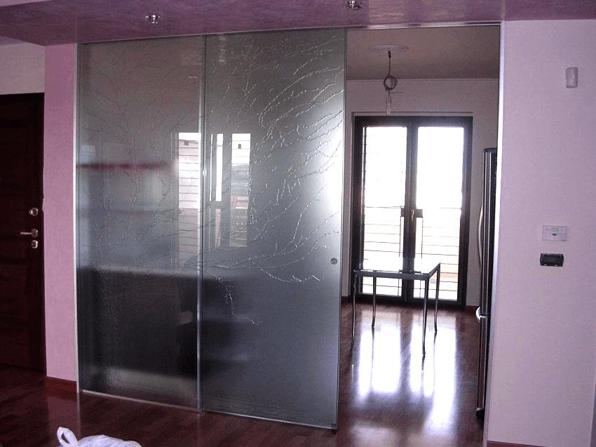 vetrata con due ante trascinamento