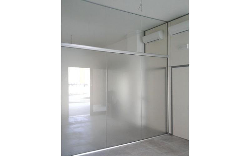 Vetrata divisoria in alluminio e vetro