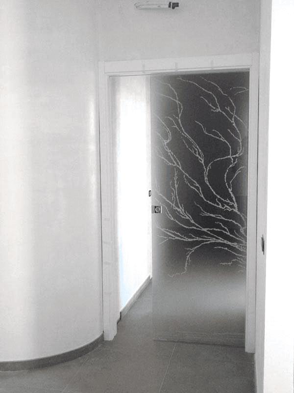 porta a scomparsa decorata