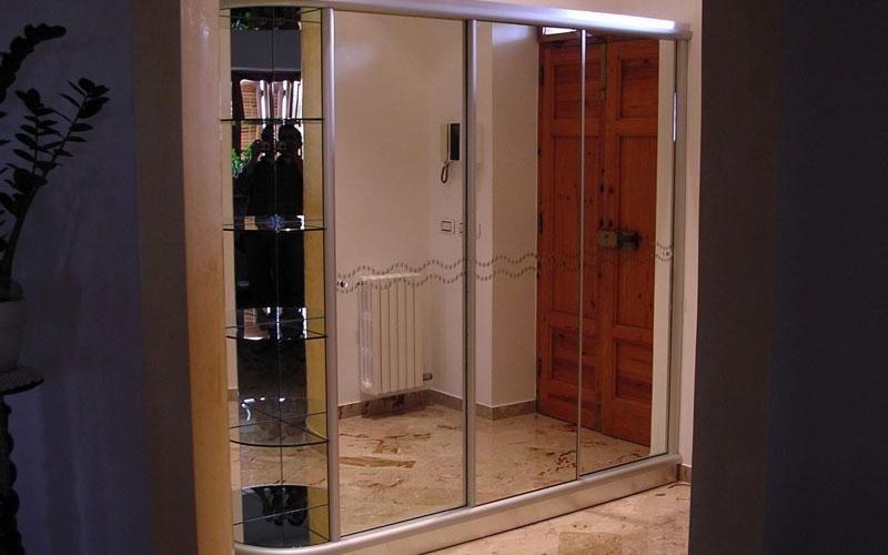 Guardaroba in alluminio e specchio decorato