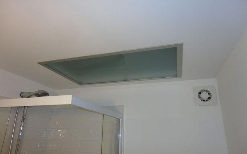 Punto luce a soffitto in vetro satinato