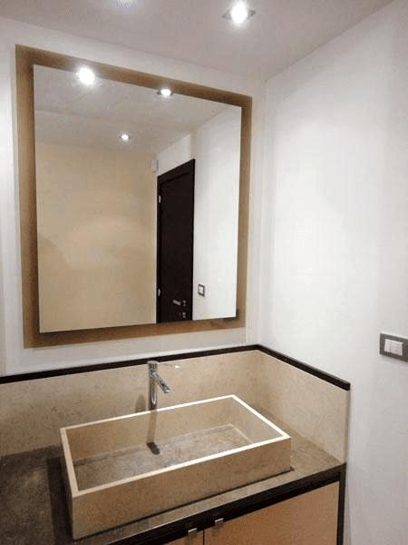 Specchio con cornice colorata