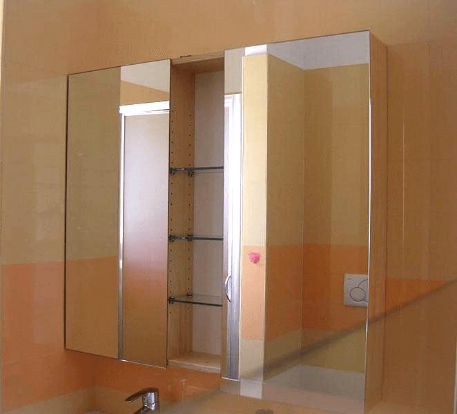 Mobiletto con due ante in specchio apribili