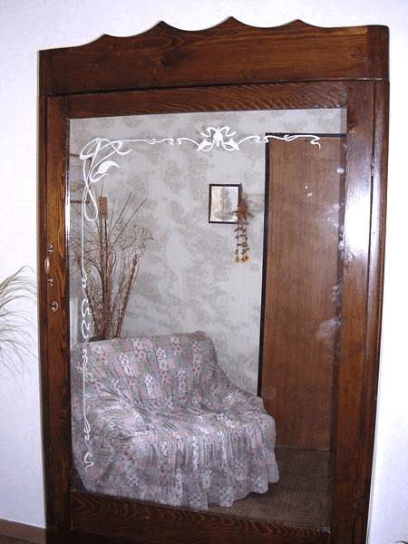 Anta armadio con specchio antichizzato decorato