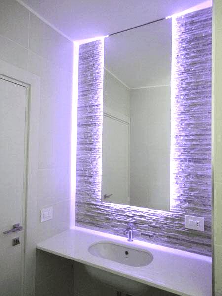 Specchio retroilluminato con led