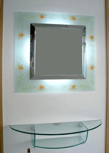 Consolle in cristallo con specchio decorato e illuminato