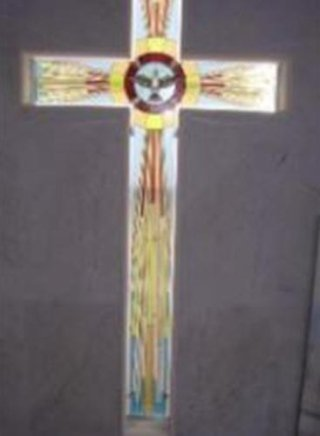 crocifisso realizzato con tecnica tiffany