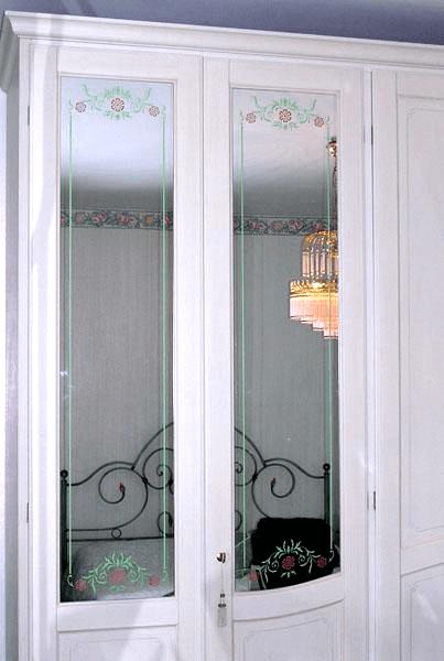 Anta armadio con specchio retrodecorato