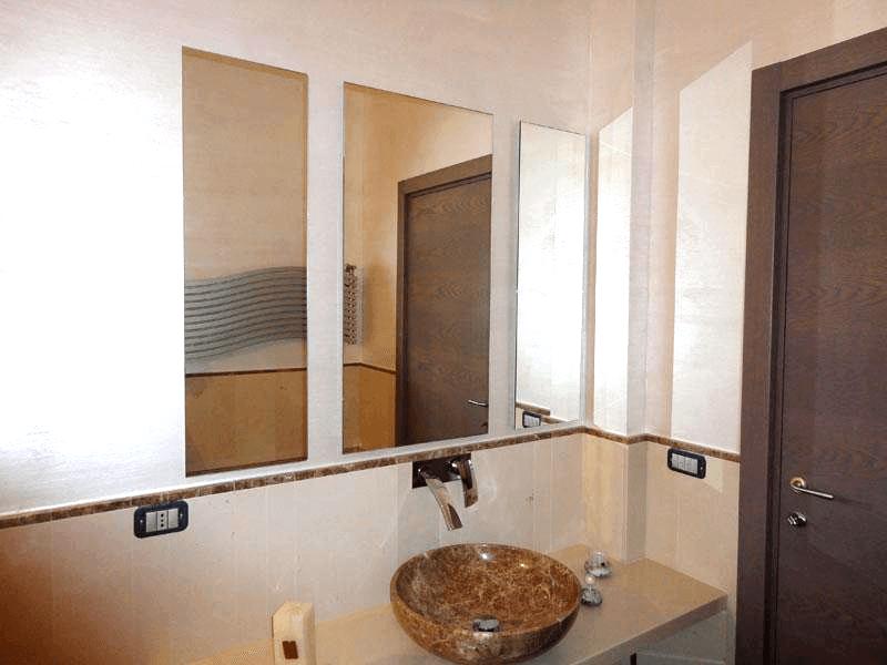 Specchio modulare con telaio nascosto