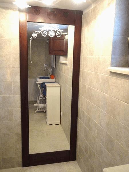 Anta apribile ricoperta con specchio decorato