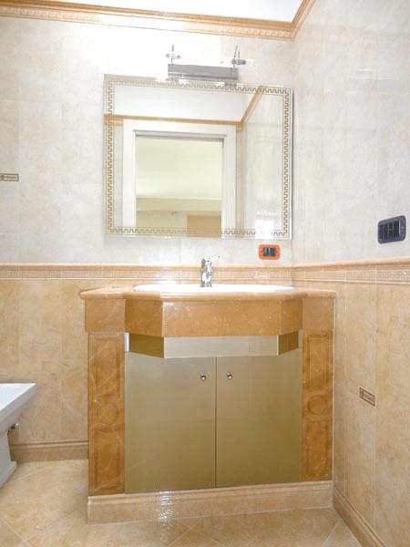 Specchio retrodecorato con telaio nascosto