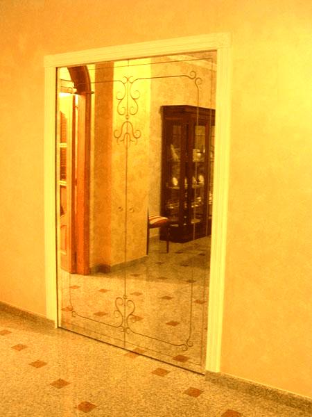 Scorrevoli ricoperte con specchio anticato e decorato