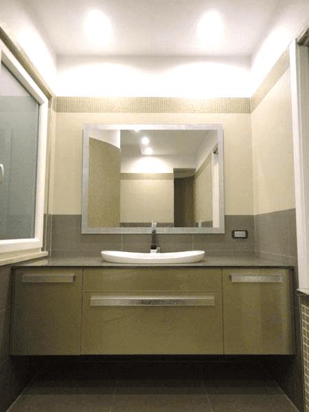 Mobile e top in vetro retrolaccato con specchio
