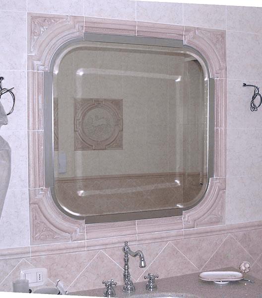 Specchio sagomato e incassato