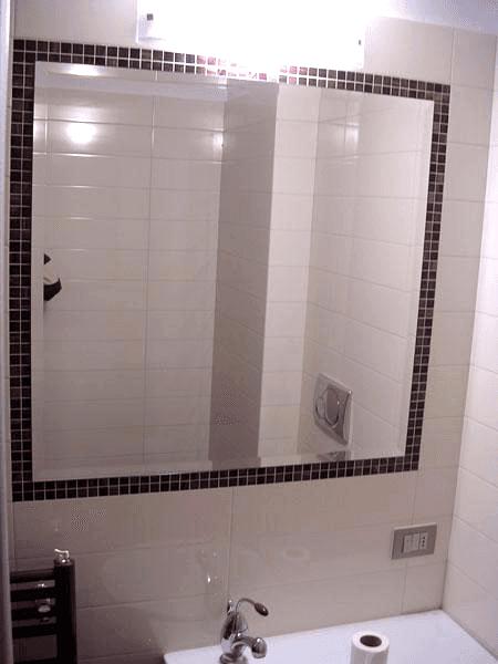 Specchio bisellato sovrapposto e con telaio nascosto
