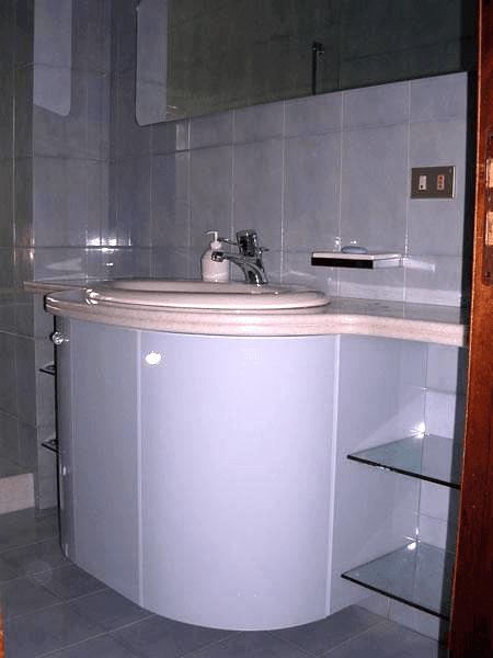 Mobile bagno rivestito in vetro retrolaccato