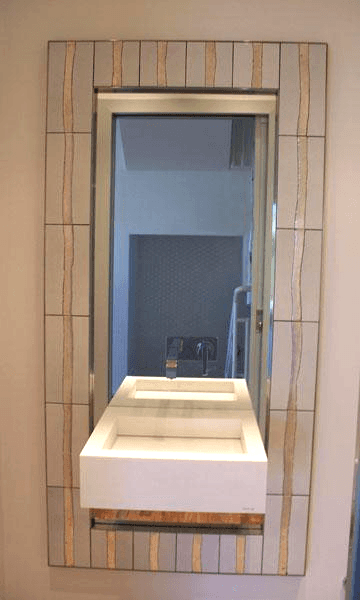 Specchiera con lavabo sospeso e incassato