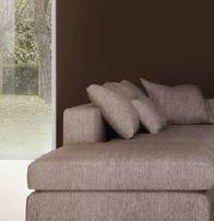primo piano su un divano ad angolo