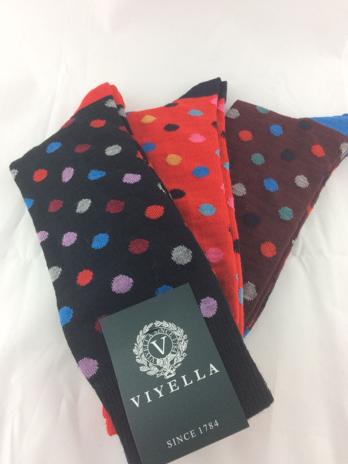 Christmas gift gallery, quality gifts and accessories for him this Christmas.  Shop scarves, socks, wallets, cuff links, handkerchiefs and bow ties here