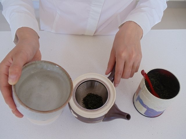 Pour hot water into pot and let it infuse for the specified time