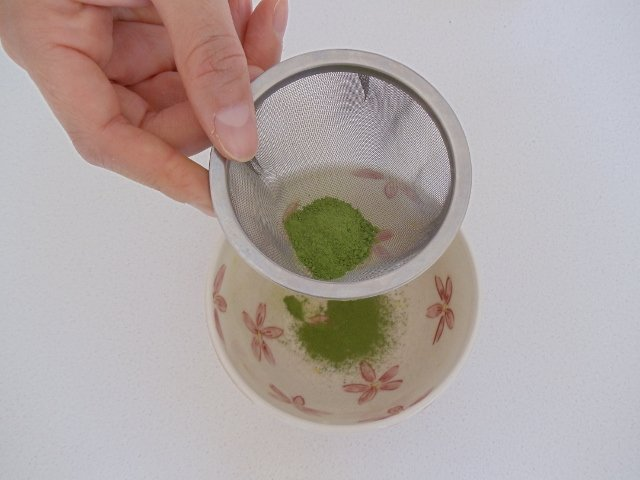 Sift required Matcha into cup