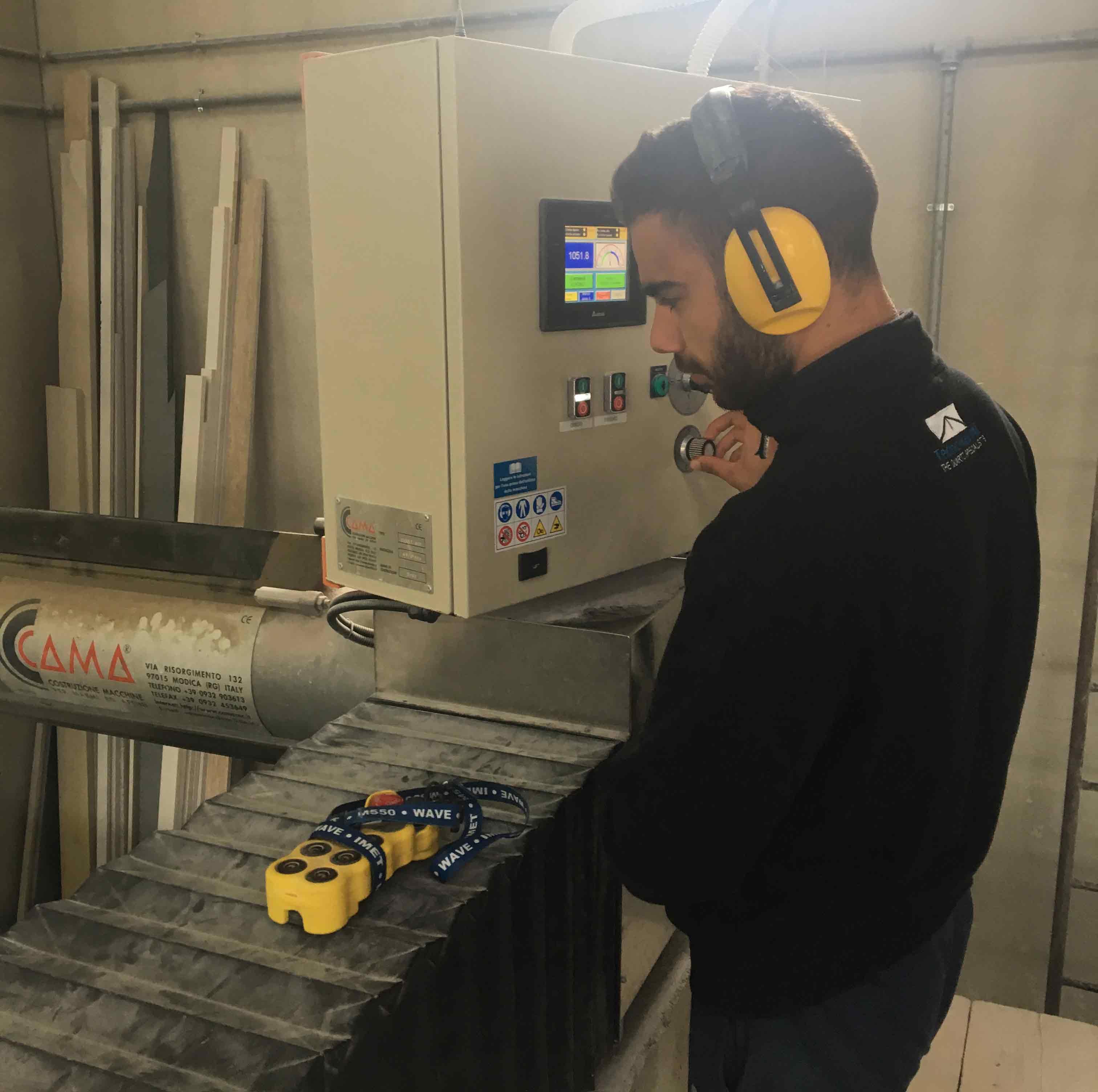 operaio lavora a Tecnomarmi sas in Modica