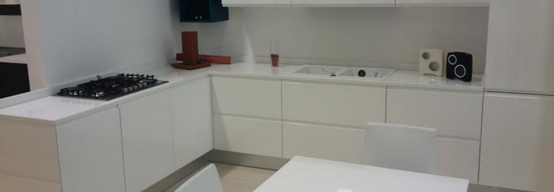 vista di una cucina in marmo