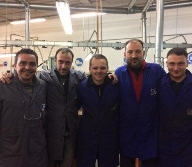 staff di tecnici lavoratori di fustelle