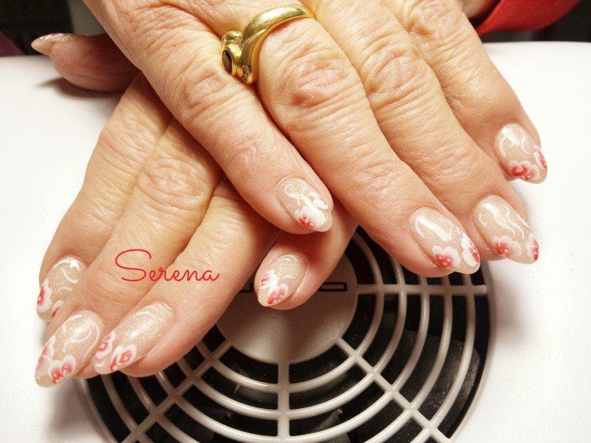 Primo piano di un trattamento unghie donna