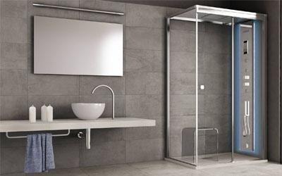 Box doccia con colonna attrezzata