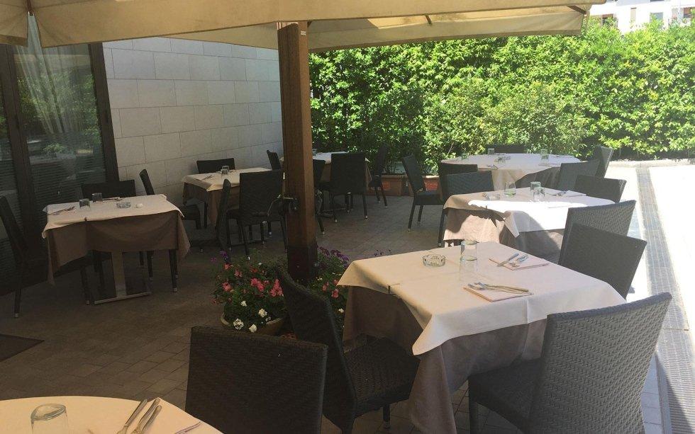 Giardino per cena all 39 aperto calenzano firenze - Ristorante con tavoli all aperto roma ...