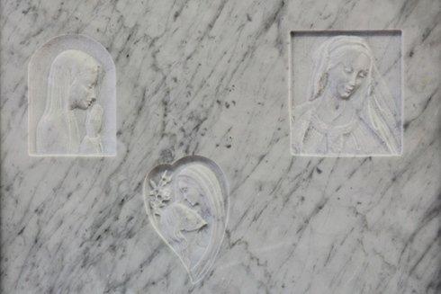madonne incise su marmo