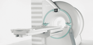 RM ad alto campo (1,5T) 16 canali con bobina dedicata per lo studio della mammella e con la fusione delle immagini per studiare la colonna in toto.