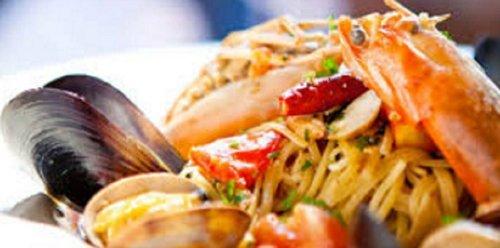 primo piano spaghetti al pesce