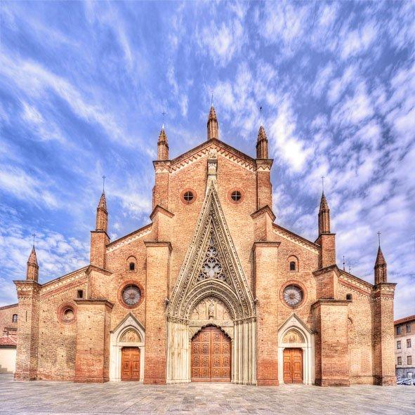 Vista di una chiesa a Riva Presso Chieri