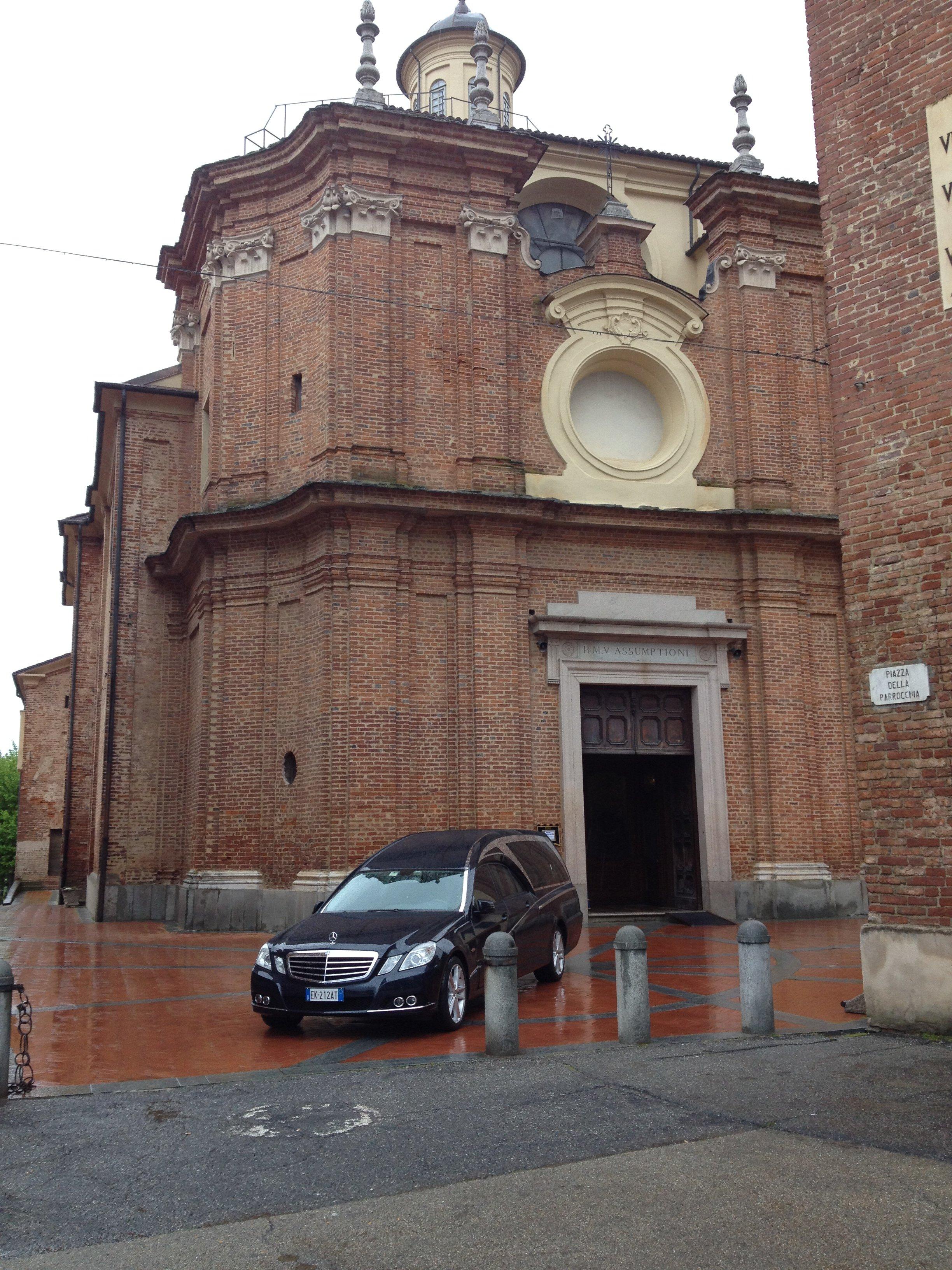 Vista frontale della Piazza della Parrocchia a Riva Presso Chieri