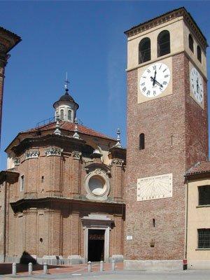Vista della Piazza della Parrocchia a Riva Presso Chieri