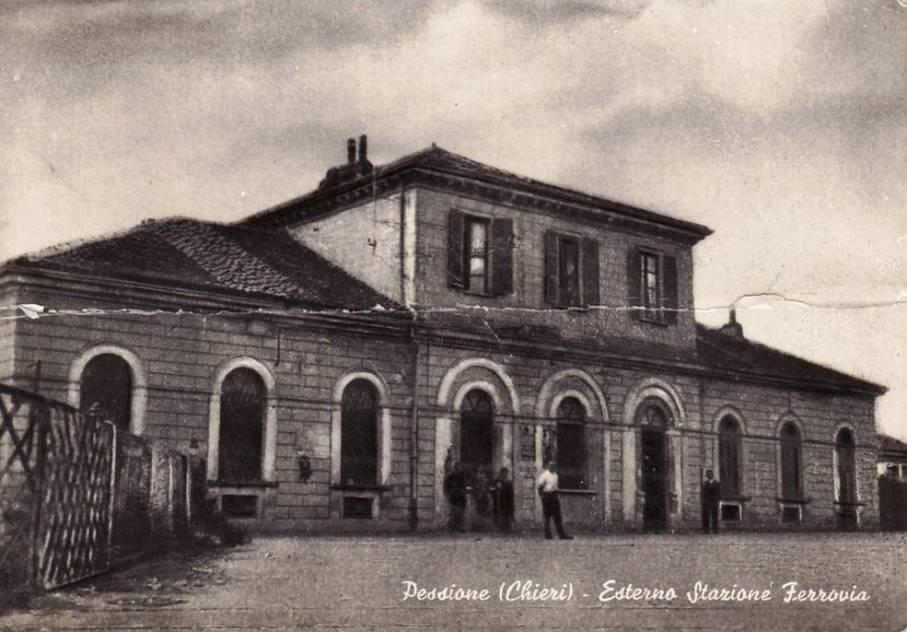 Foto antica di una chiesa a Riva Presso Chieri